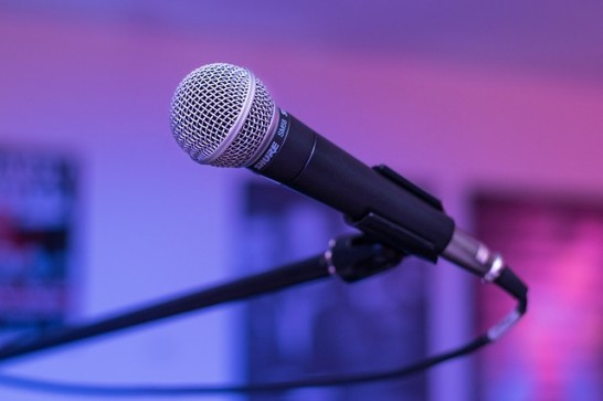 microphone-1159791_640